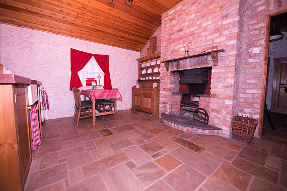 Self-Catering Accommodation at Railway Crossing Cottage, Drumstevlin, Co. Donegal