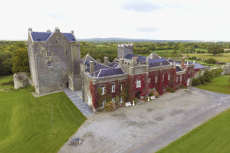 Self-Catering Accommodation at Springfield Castle, Drumcollogher, Co. Limerick