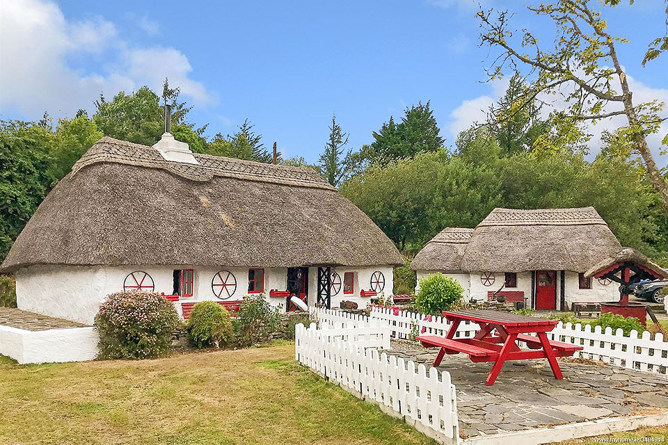 Thatched Cottage For Sale: Fairy Bridge, Tonwee, Oughterard, Galway